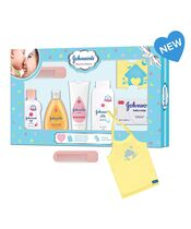Johnson's Baby Care Collection Baby Gift Set with Organic Cotton Baby T-Shirt 7 Pieces